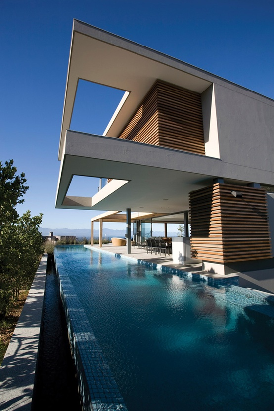 Idyllic Beach House Blending in With the Natural Surroundings