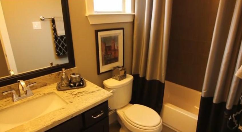 Garage apartment - Ashland Square - bathroom