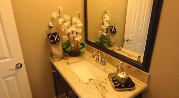 Garage apartment - Ashland Square bathroom