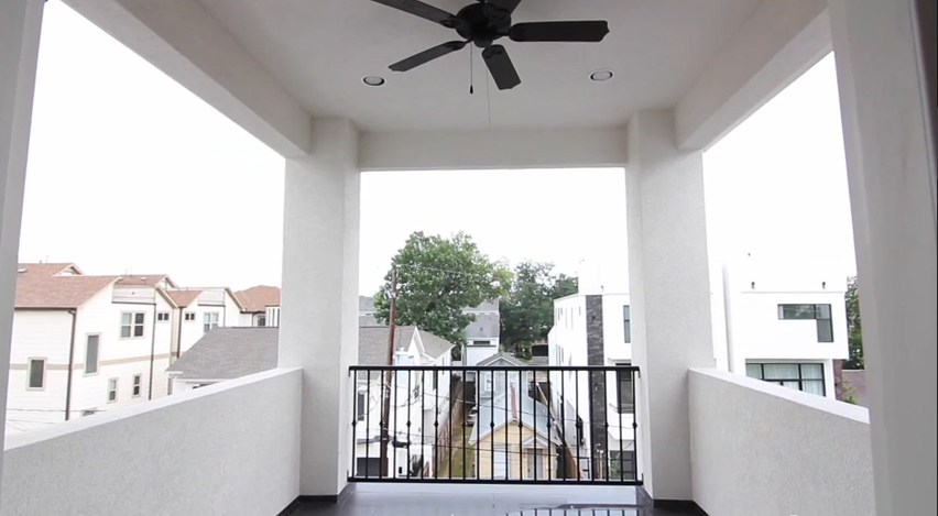 1603B Knox Street - Covered rooftop patio