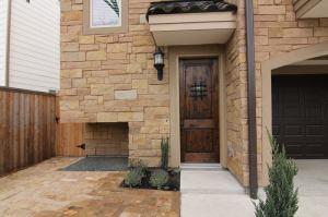 Entry Way - Drake Homes Inc., Houston, TX