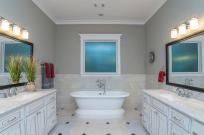 Ashland Square master bath tub
