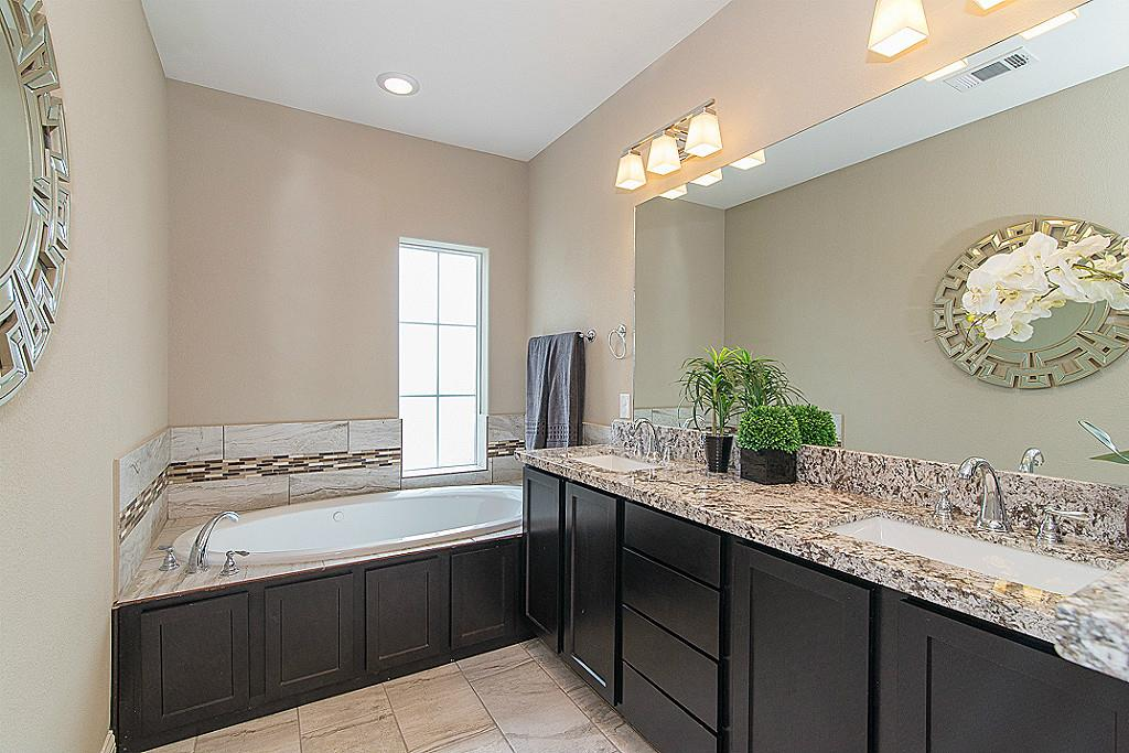Landings On Nineteenth - Master Bath
