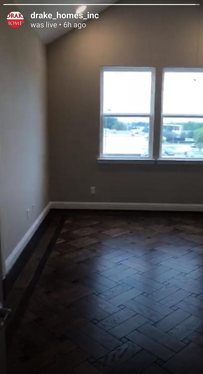 Hardwood floor - Oaks Of Lawndale