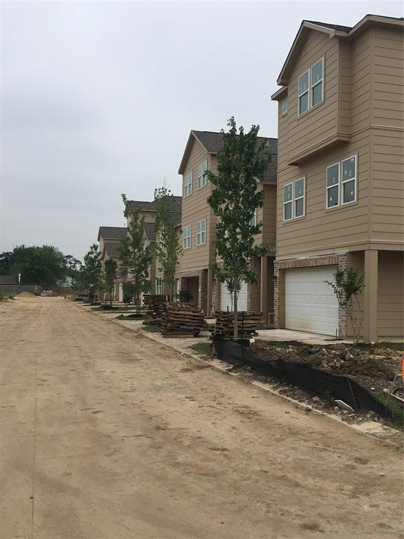 Construction - Oaks Of Lawndale by Drake Homes Inc.