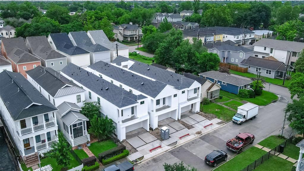 New Homes In Houston Heights.