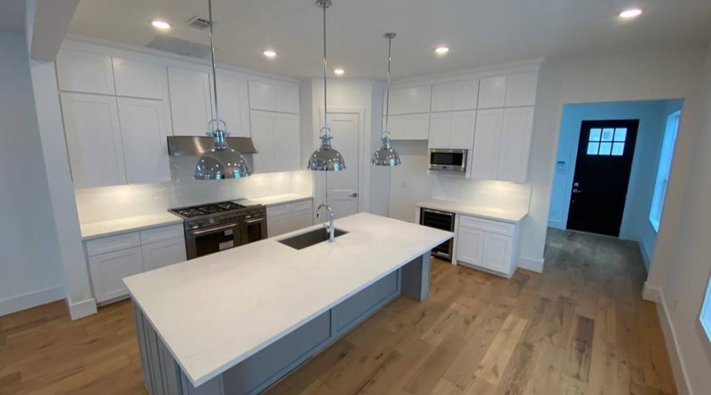 Kitchen - Drake Homes Inc.